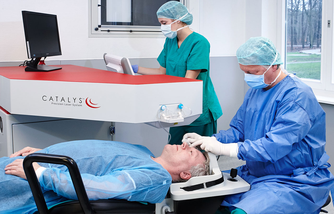 Grauer Star Operation mit Catalys Femtosekundenlaser